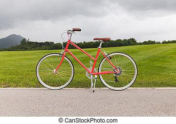红的自行车, 在花园
