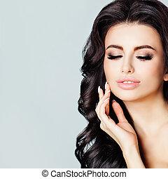 美しい女性, きれいにしなさい, 彼女, face., 美しさ, 美容術, 若い, 手, 感動的である, 待遇, 美顔術, 皮膚, 新たに