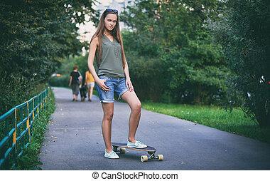 美しい女性, スケートボード, 若い