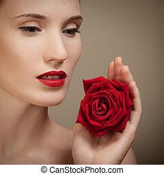 美しい女性, バラ, 手の 保有物, 赤