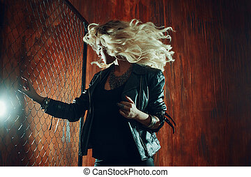 美しい女性, フェンス, アリー, 若い, に対して, 暗い, ダンス, 女の子, rock'n'roll, ...