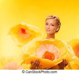 美しい女性, ブロンド, 大きい, 若い, 黄色, 朗らかである, 花, 保有物