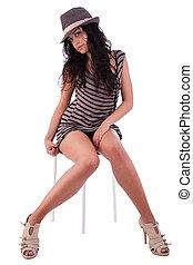 美しい女性, モデル, 隔離された, 優雅である, ベンチ, 帽子, 背景, 白いドレス
