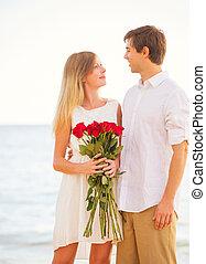 美しい女性, ロマンチック, 寄付, 愛, 恋人, 若い, 花束, ばら, 日付, 赤, 人