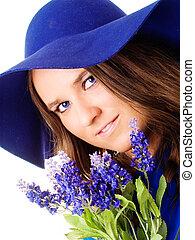 美しい女性, 中に, 帽子, 保有物, ラベンダーの花, 上に, 白