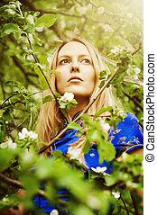 美しい女性, 中に, 森林