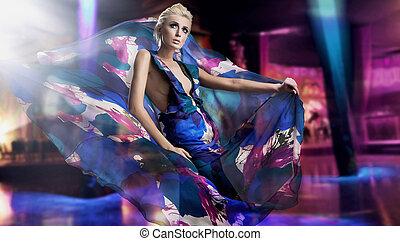 美しい女性, 中に, 素晴らしい, 服, 上に, 都市, 背景