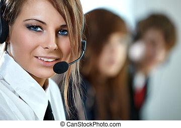美しい女性, 中心, headset., 代表者, 呼出し, 微笑