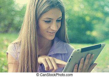 美しい女性, 公園, タブレット, コンピュータ