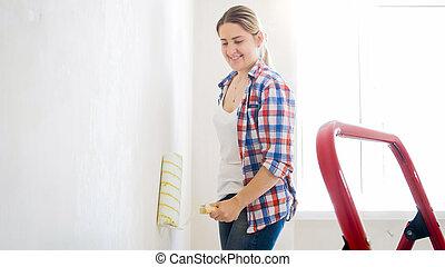 美しい女性, 壁, 微笑, 絵, 改修
