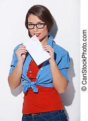 美しい女性, 封筒, 隔離された, 若い見ること, 間, カメラ, 保有物, letter., 白い額面