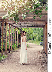 美しい女性, 庭, 女の子, 春, 白い花, 服, outdoors.