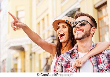 美しい女性, 恋人, 見なさい, 指すこと, 上に, 若い, there!, 間, 他, それぞれ, 微笑, 情事, 離れて, 結び付き, 幸せ