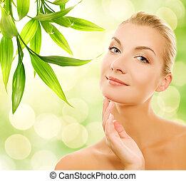 美しい女性, 有機体である, 彼女, 若い, 化粧品, 皮膚, 適用