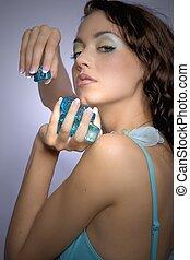 美しい女性, 立方体, 氷