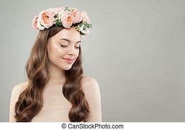 美しい女性, 自然の美しさ, 巻き毛, 明確な 皮, 長い間, hair., 微笑
