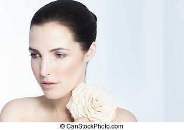 美しい女性, 自然