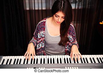 美しい女性, 若い, 家, ピアノ 遊ぶこと