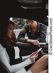 美しい女性, 警察, 点検, 自動車, 運転手, 若い, ストップする