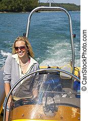 美しい女性, 運転, speedboat, 若い, ブロンド