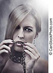 美しい女性, 鎖, 彼女, 構成しなさい, マニキュア, mouth.