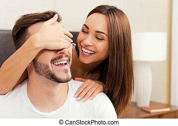 美しい, あること, 恋人, 若い, ベッド, カップル。, 遊び好きである, 間, 他, 一緒に, それぞれ, 結び付き, 情事