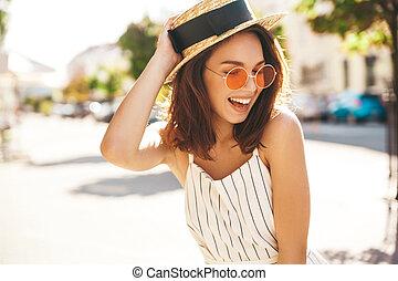 美しい, かわいい, ブロンド, 夏, 通り, ポーズを取る, ティーネージャー, 背景, 肖像画, 情報通, モデル, 衣服