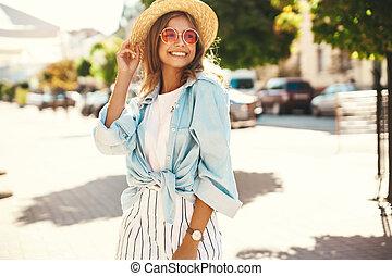 美しい, かわいい, ブロンド, 夏, 通り, ポーズを取る, ティーネージャー, 背景, 肖像画, 情報通, 微笑, モデル, 衣服