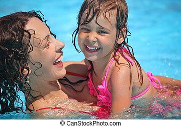 美しい, わずかしか, 女, 入浴する, 微笑の女の子, プール
