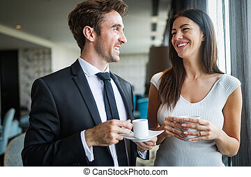 美しい, コーヒー, 恋人, 若い, 話し, 間, 他, それぞれ, 微笑, 楽しむ
