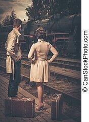 美しい, スタイル, スーツケース, 型, 恋人, プラットホーム, 駅