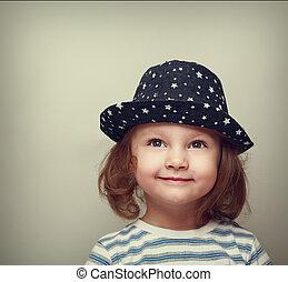 美しい, スペース, の上, 見る, 夢を見ること, 微笑, 帽子, 女の子, 空