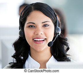 美しい, ヘッドホン, 話, 女性実業家, オフィス, 身に着けていること, 顧客