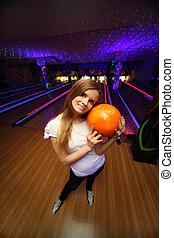 美しい, ボール, 立つ, クラブ, ボウリング, 抱擁, オレンジ, 女の子, 幸せ