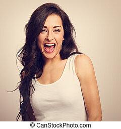 美しい, ポジティブ, 興奮させられた, 若い女性, ∥で∥, 開いている口, 中に, 白いシャツ, そして,...