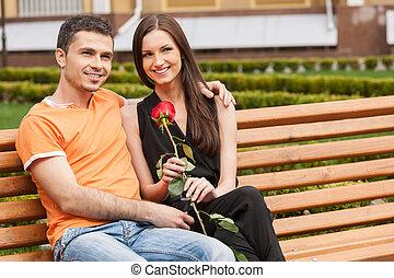 美しい, モデル, 恋人, 若い, ベンチ, 他, bench., それぞれ, 終わり, 微笑, 情事