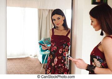 美しい, モビール, 鏡。, 女, 電話