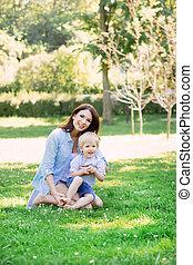 美しい, 公園, 息子, 朗らかである, 母親遊び