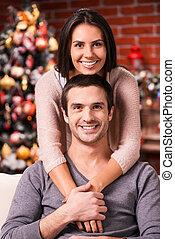 美しい, 出費, 恋人, 木, 若い, 結び付き, 他, 一緒に。, 背景, それぞれ, 微笑, クリスマス, 情事