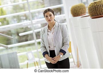 美しい, 地位, 女, オフィス, ビジネス, 若い, 肖像画