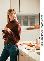 美しい, 地位, 女, ワイン, 思いやりがある, 台所