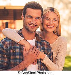 美しい, 地位, 家, 恋人, カップル。, に対して, 若い, ∥(彼・それ)ら∥, 間, 他, それぞれ, 新しい, 微笑, 結び付き, 情事