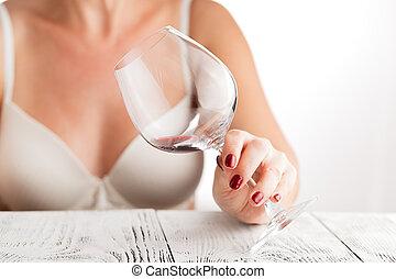 美しい, 夕方, 傾いた, 彼女, ガラス, 静寂, 下方に, 楽しむ, 間, 女, ワイン, 顔つき, 手, 家, 評価が上がる, 赤, 彼女
