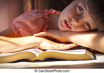 美しい, 女の子の読書, 聖書