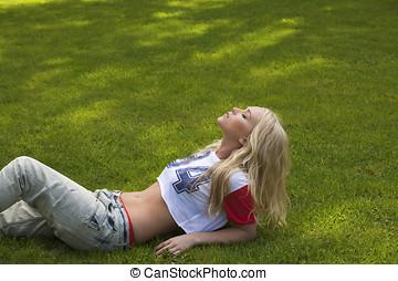 美しい, 女の子, 中に, 牧草地, 背景