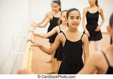 美しい, 女の子, 取得, ダンス, レッスン, ∥において∥, a, 学校