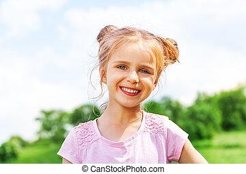 美しい, 女の子, 微笑, カメラにおいて