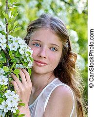 美しい, 女の子, 木。, 花が咲く