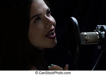 美しい, 女の子, 歌うこと, 中に, レコーディングスタジオ, ∥で∥, マイクロフォン