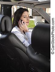 美しい, 女性実業家, 話し, 上に, 携帯電話